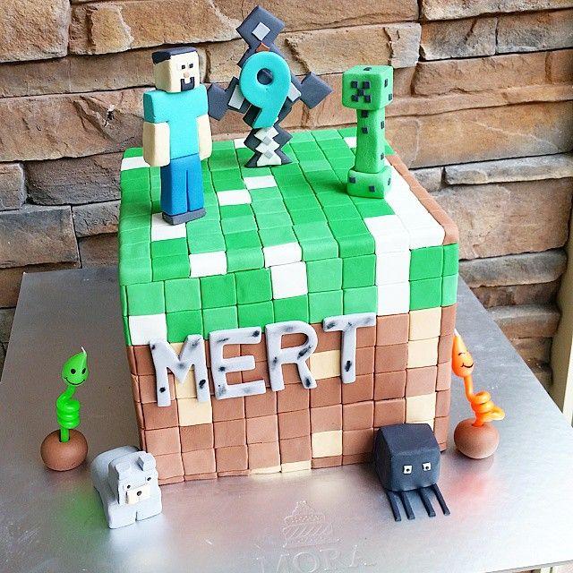 Minecraft  cake🙋 #birthday #happy #birthdayboy #dogumgunu #birthdaycake #suprize #supriz #gift #hediye #pasta #cakeoftheday #chocolate #chocolatecake #design #cake #moracakes #dogumgunupastasi #kisiyeozel #TagsForLikes #foodpic #followme