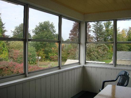 Do It Yourself Home Design: Spacious Enclosed Back Porch