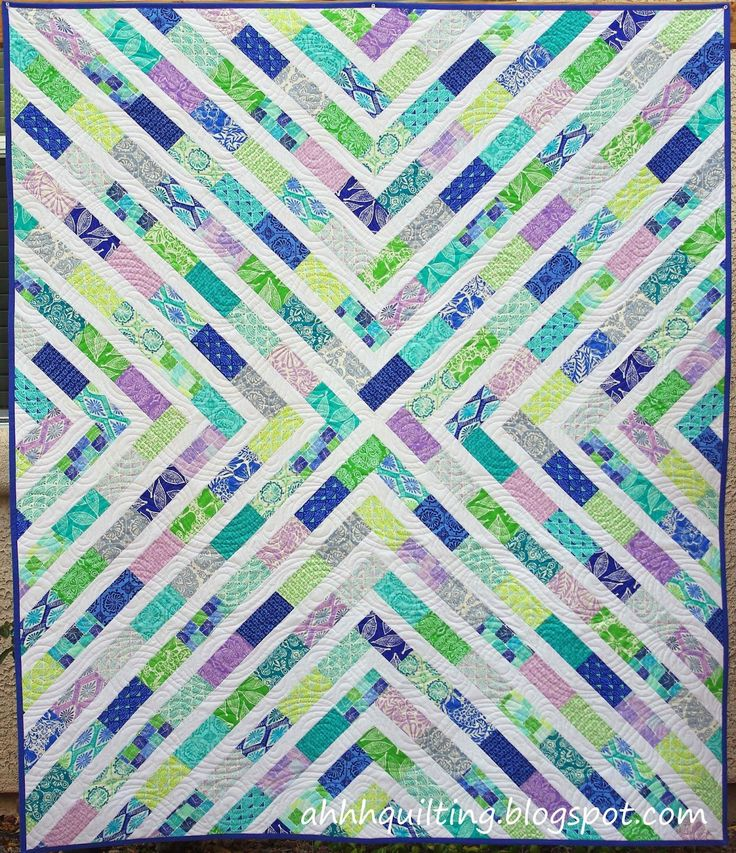 Horizon Charm Quilt - pattern in Winter 2015 edition of Modern Quilts Unlimited - ahhhquilting