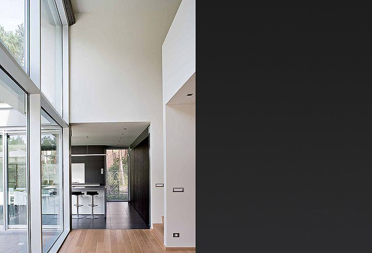 Schellen - Kitchen - Overgang vloer/parket.  Witte raamprofielen.