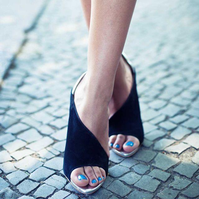 : Fashion Shoes, Fashion Style, Shoes Fashion, Black Shoes, Black Heels, Girls Fashion, High Heels, Girls Shoes, Blue Nails