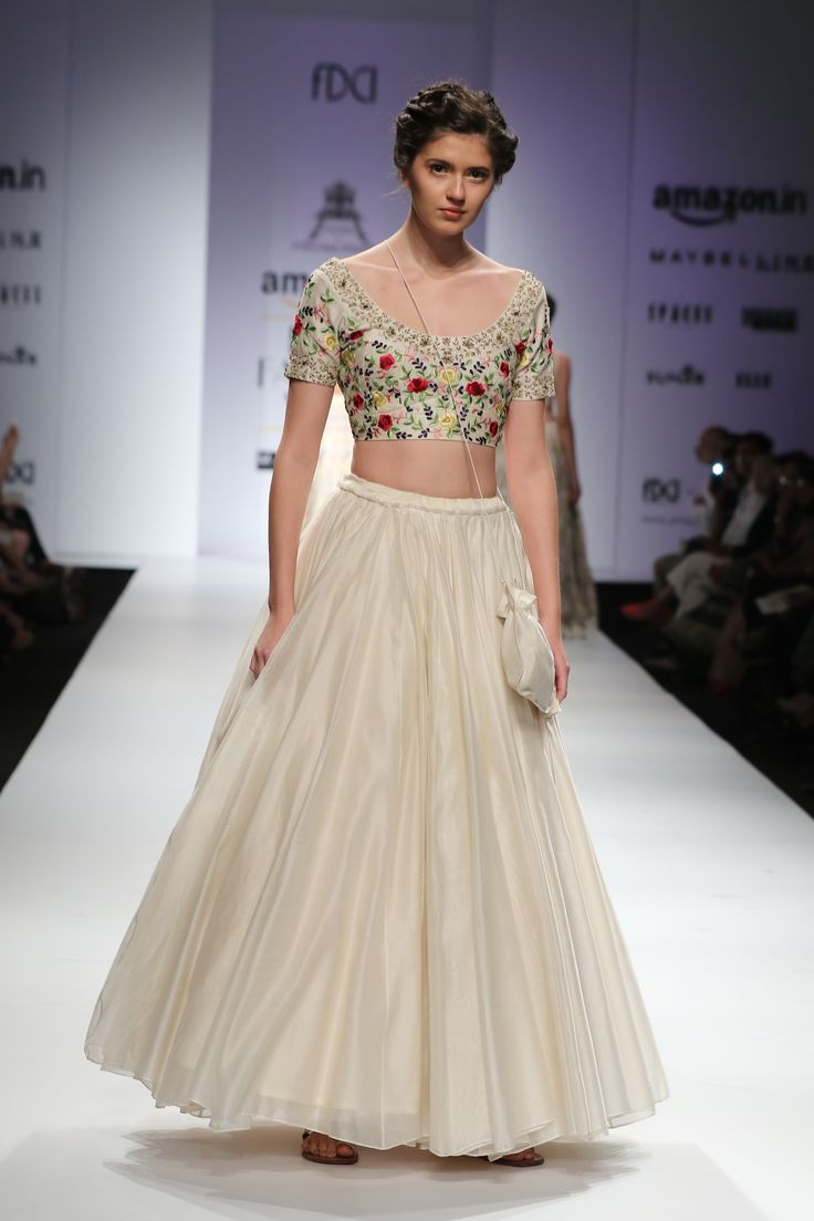 #AIFWSS16 #PRAMA #PratimaPandey #spring #summer #fusion #IndianSensibility #natural #fabric #techniques #elegant #versatile #unique #modern #dimensions #flawless #structured #simple #sophisticated #urban #sustainable #fall #pleats #beautiful