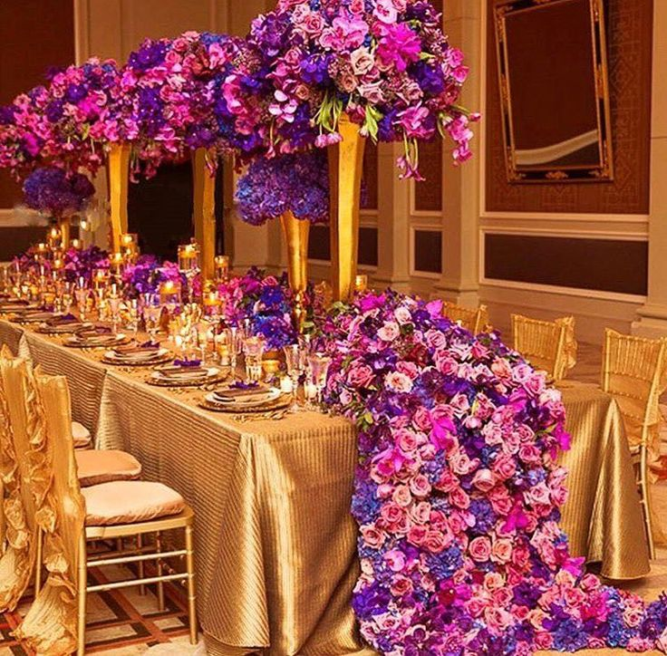 Extravagant purple and gold table setting design. photo by @aisleperfect •