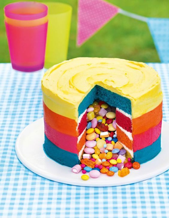 Masterclass : Piñata Cake ~ with step-by-step photos and full tutorial. This one's in bright summer colors but you could use chocolate & orange for Halloween. | recipe from ASDA Magazine (July 2014) | also on http://recipes.asda.com/Recipes/masterclass-pinata-cake