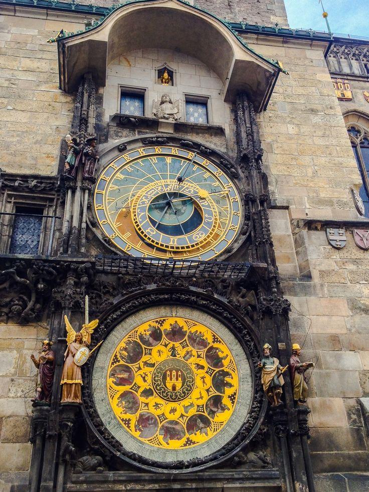 Superbe horloge astronomique dans le centre de Prague