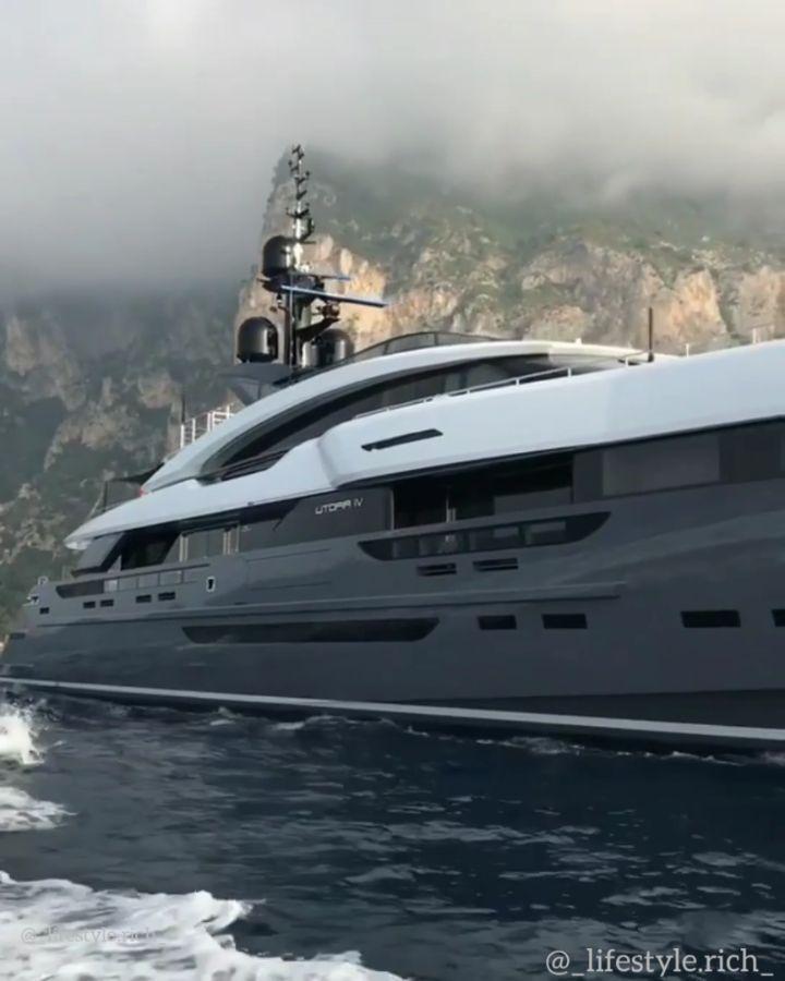 Mega Yacht Utopia IV