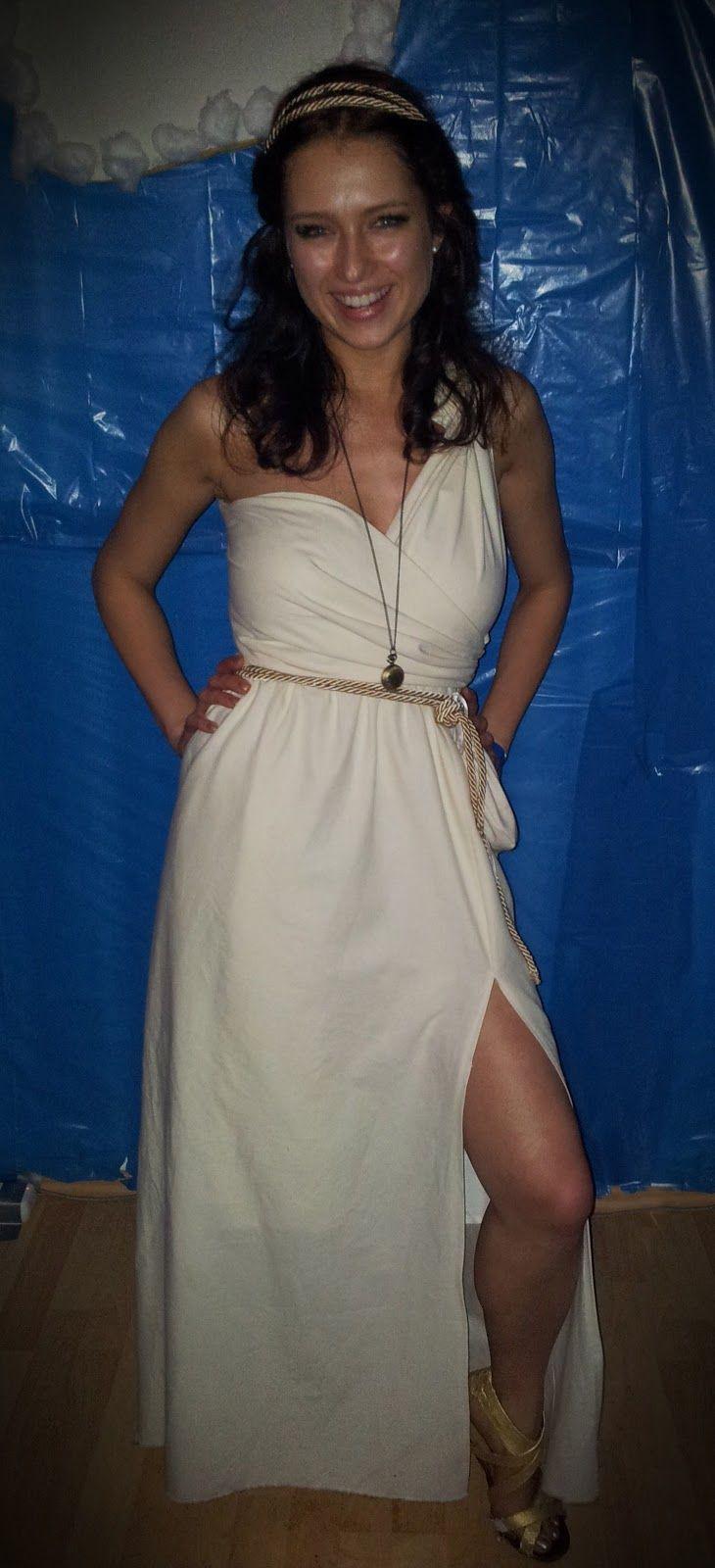 Anleitung, um ein Kostüm für eine griechische Göttin einfach, schnell und günstig selbst zu nähen.