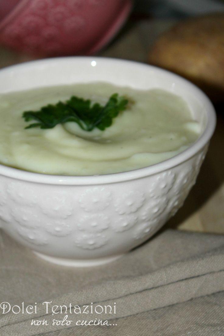 Uno dei contorni più apprezzati è sicuramente il gustoso Purea di patate , di semplice esecuzione è davvero gustoso e saporito, vediamo come possiamo prepararlo con la mia ricetta.  http://blog.giallozafferano.it/dolcitentazionidirdc/purea-di-patate/