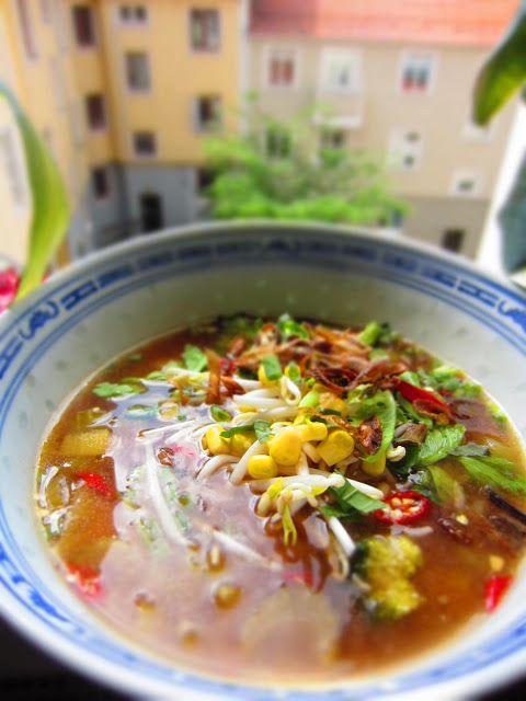 Canh Chua Chay - Sötsur soppa med tamarind och ananas