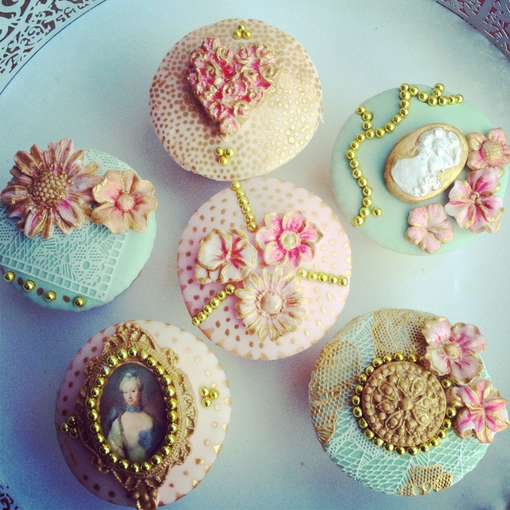 Simple Wedding Cakes With Cupcakes