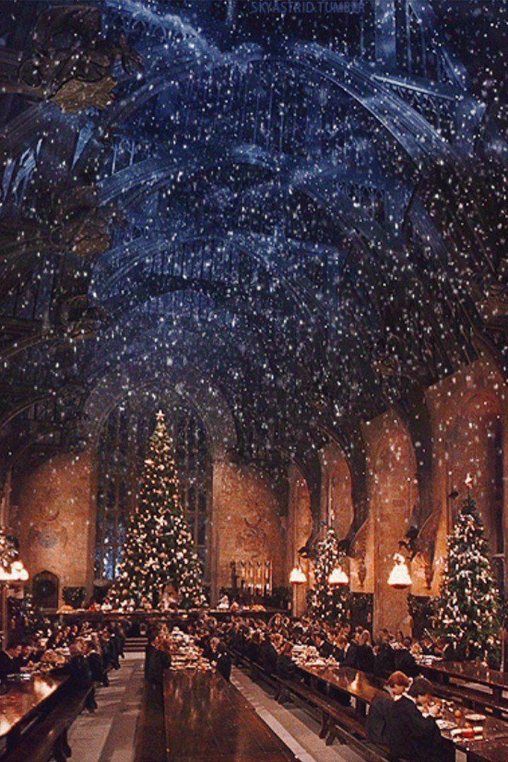 Hogwarts At Christmas 2021 Hogwarts Christmas In 2021 Hogwarts Christmas Harry Potter Christmas Wallpaper Iphone Christmas