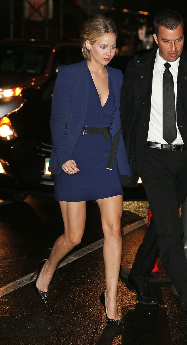 The Heroic Elegance of Bare Winter Legs: Jennifer Lawrence, Taylor Swift, and More – Vogue