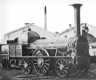 A partir de1830 circulent dans les régions minières du nord de l'Angleterre entre Manchester et Liverpool, les premiers trains de marchandises. Ils sotn constitués d'une locomotive à vapeur qui tire des wagons sans toit. Ces trains transportent du charbon, et aussi des pierres, des bestiaux, du coton. La locomotive n'a que quatre roues motrices.  Source : trinovapeur.skyrock.com