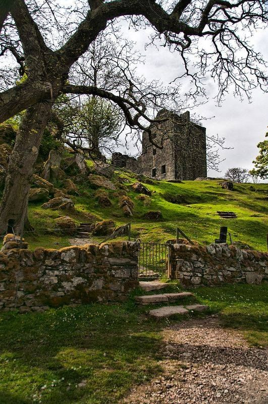 Castle Carnasserie, Scotland  by Kelly Johnson, Duna Photography on Flickr  https://www.flickr.com/photos/duna12/9217616556/