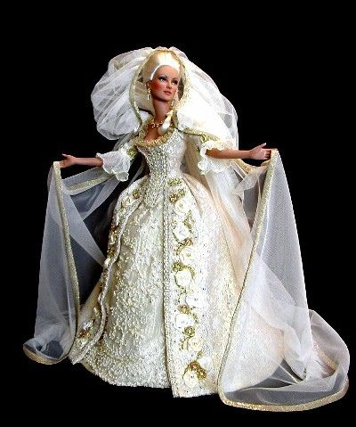 Court Dress of Versailles Doll photo courtesy of golondrina411 on Flickr