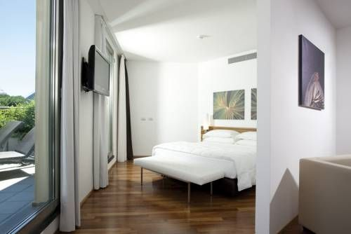 Sea Art Hotel Vado Ligure Vado Ligure's Sea Art Hotel offers large, air-conditioned rooms with a TV and free high-speed internet. Ferries to Corsica and Sardinia leave from the port, just 500 metres away.