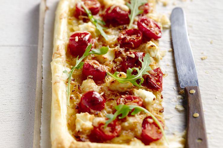 hartige taart/quiche - bladerdeeg, kerstomaten, ... - Verwarm de oven voor op 220 °C.