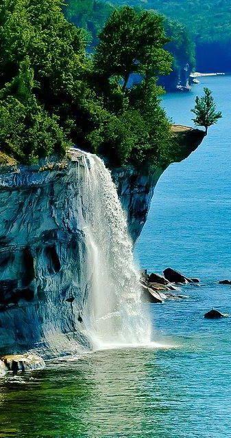 #Spray_Falls, #Pictured_Rocks_National_Lakeshore, #Michigan, #USA