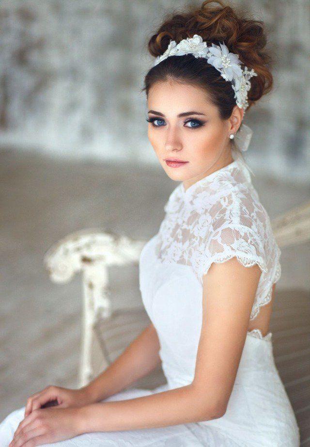 maquillage mariée naturel pour mettre en évidence les yeux bleus