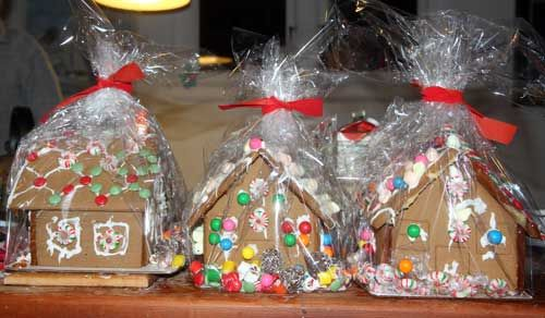 Gingerbread house party - wrap up once done to transport home!