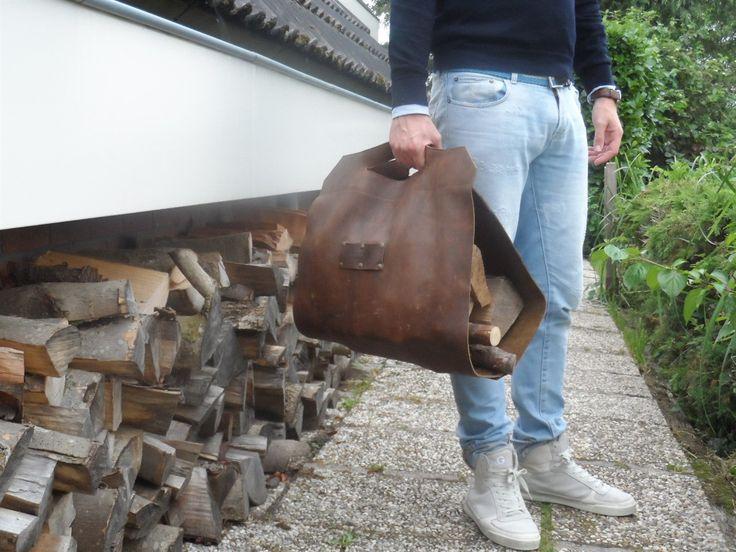 Lederen tas voor (open)haardhout, logcarrier | Made By Nicolette Irving