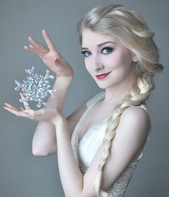 Amazing Elsa Cosplay...brilliant