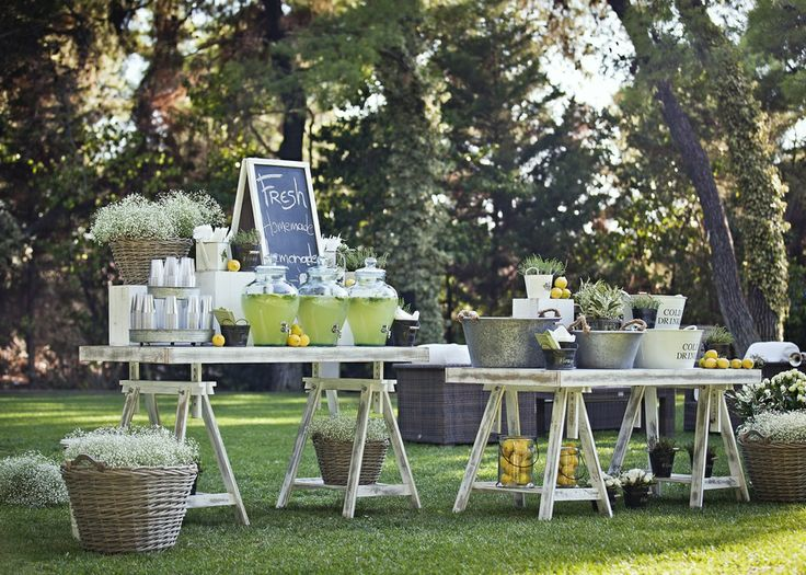 The country chic welcome table!Guest can fresh themselves with a glass of freshly made lemonade!!!