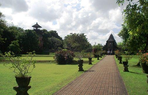Pura Taman Ayun - The Grandeur Of Traditional Balinese Architectural Style