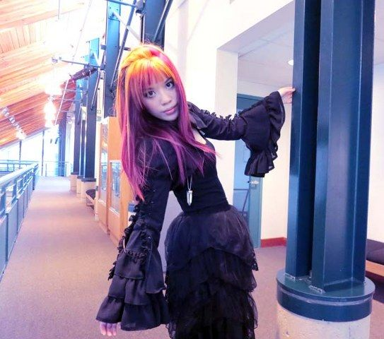 Bayan Renkli Saç Modelleri