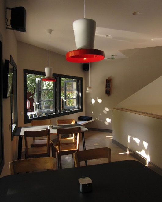 Cool cafe design 05 coffee shop interior design ideas for Brilliant cafe interior design ideas