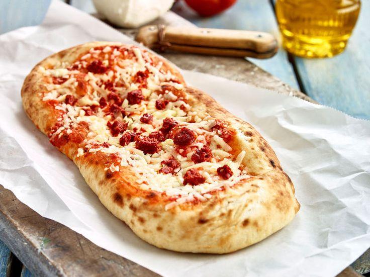 Découvrez la recette Pizza gourmande sur cuisineactuelle.fr.