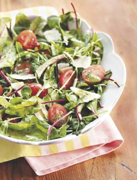 Parmesaanisalaatti ja puutarhurin salaattikastike