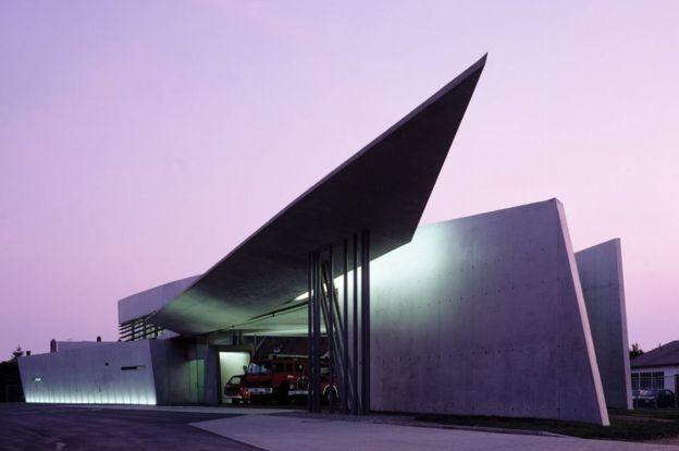 Vitra Fire Station, Weil am Rhein didesain oleh Zaha Hadid