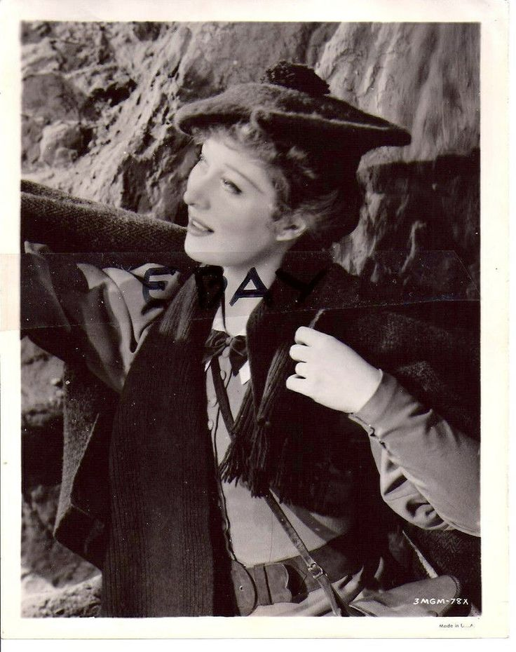 1939 Greer Garson as Katherine Ellis when she first encounters Mr. Chips.