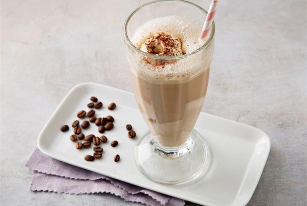 Latte-jäätelöjuoma Hemmottele perhettä, ystäviä ja itseäsi helpolla latte-jäätelöjuomalla. http://www.valio.fi/reseptit/latte-jaatelojuoma/ #resepti #ruoka