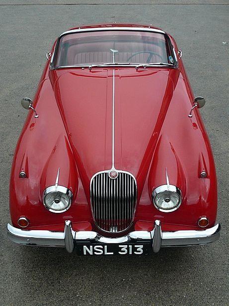 LA voiture rouge dont tous les petits garçons rêvaient... / 1958 Jaguar XK150 Roadster.