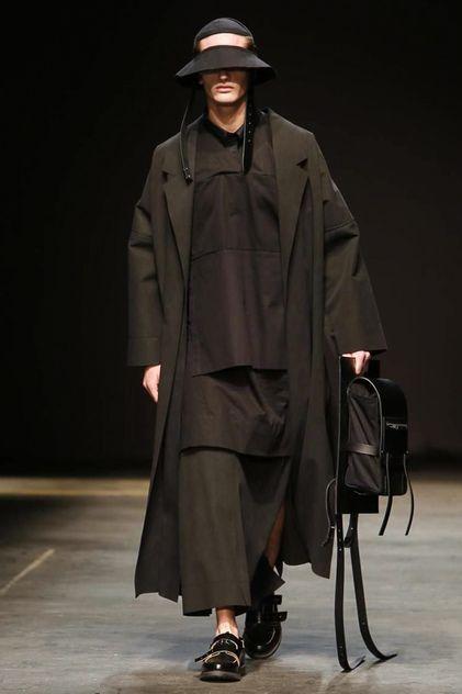 Man Menswear Fall Winter 2014 London - NOWFASHION Looks like a reject from the Jedi academy.