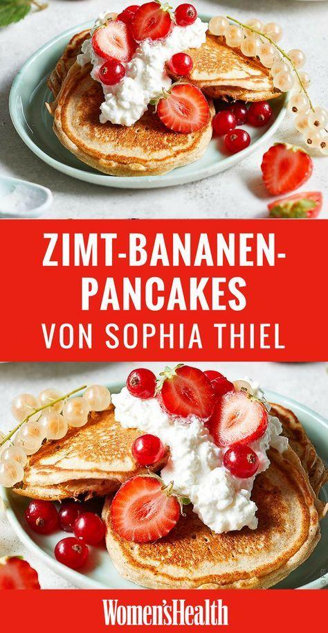 Natürlich ernährt sich Sophia Thiel sehr diszipliniert. Trotzdem gönnt sie sich nach dem Training gern eine süße Belohnung. Zum Beispiel diese gesunden Low Carb Pancakes mit Banane!