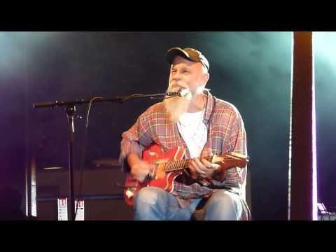 ▶ Seasick Steve 'Thurderbird' at Carfest South 24.08.13 HD - YouTube