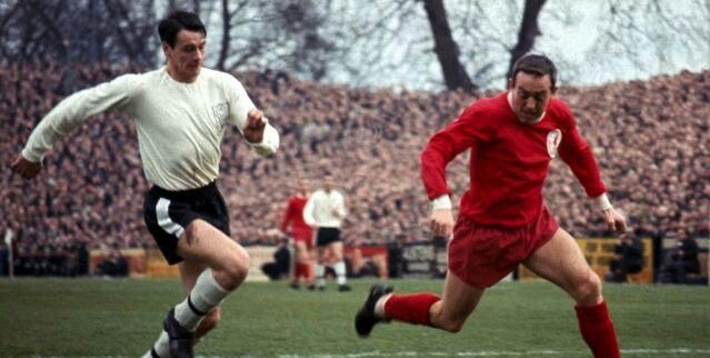 Fulham 2 Liverpool 2 in Feb 1967 at Craven Cottage. Bobby Robson chases down Ian St John #Div1