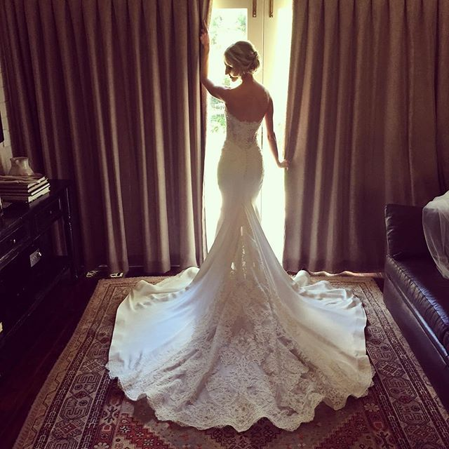 Lauren is breathtaking today in @leahdagloria makeup @eloiseproustmua hair @hairbyjodip location @bendooleyestate rings by @affinitydiamonds  #gmphotographics #professionalweddingphotography #weddinggown #canonmasterphotographer #grahammonro #wedding #instabride #bride