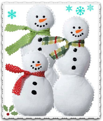 Love these snowmen, made out of muslin :) Super cute!Snowmen Ornaments, Christmas Crafts, Snowman Ornaments, Snowman Crafts, Easy Snowmen, Christmas Decor, Holiday Crafts, Christmas Ideas, Ornaments Crafts