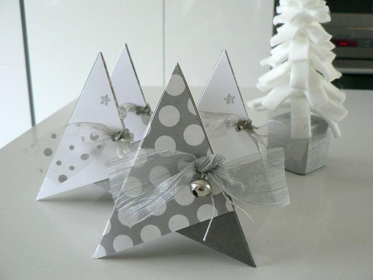 cartes pyramide 9cm en déco de table