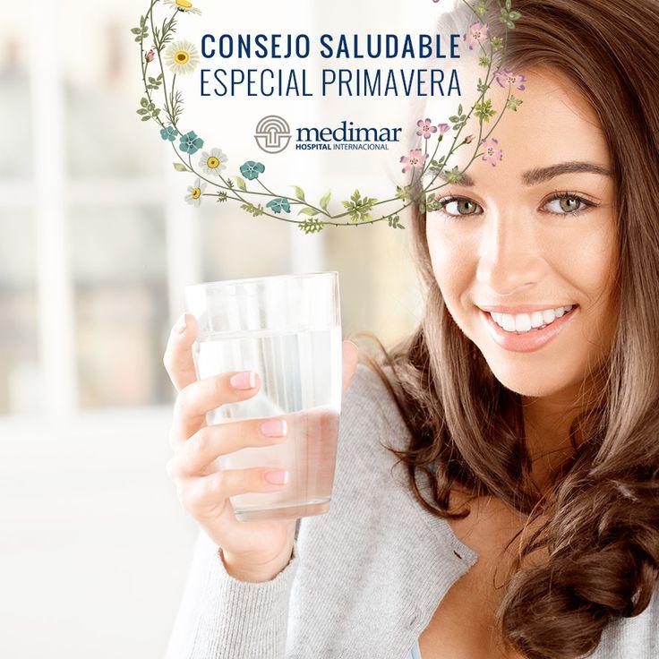 Toma al menos 2 litros de agua al día. Aún más en caso de que practiques ejercicio.