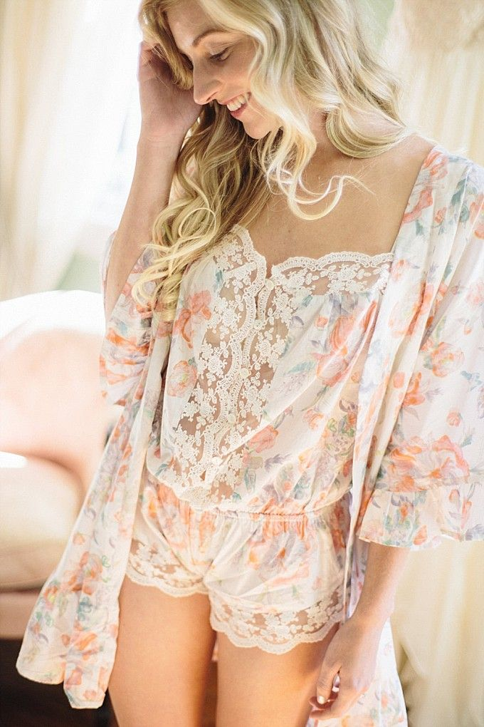Floral romper and robe | Plum Pretty Sugar | Kelly Sauer Photography on @dressforwedding