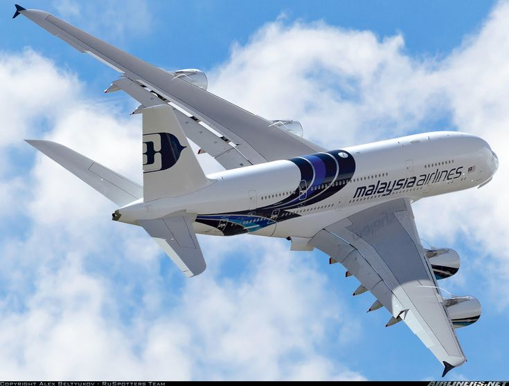 A Malaysia Airlines A380 during its impressive display at Farnborough 2012
