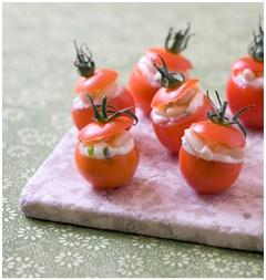 Tomates cerises fourrées à la feta et au basilic