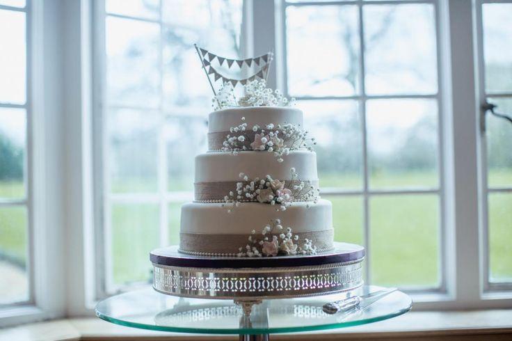 Wedding Cake #bijouweddings #bijourealwedding #cakegoals #weddingdetails #stunning #silchesterhouse