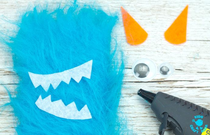Adorable Monster Bookmark Craft for your little monsters! A perfect monster craft to bring fun and excitement to your children's reading whatever their age.