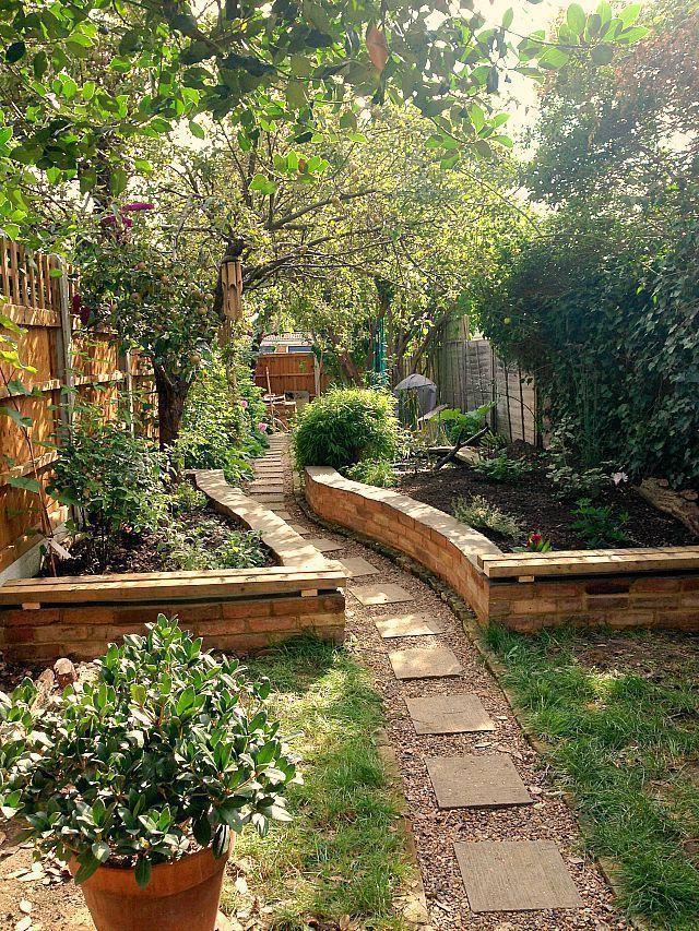 Hinterhof angehobener Gartennetzgarten und Gartenprojektideen auf #garden #garden garden …   – im freien diy projekte